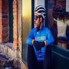 Guardare sempre oltre, per arrivare sempre più lontano! #vestilatuapassione  . . Maglia LAND ARTIC! Perfetta per la mezza stagione! Calzamaglia WARM TERMIC 4.0! Protezione, comfort ai massimi livelli! . #abbigliamento #ciclismo #personalizzato #custom #jersey #bikelife #mtb #roadbike #biketravel #fattoinitalia #🇮🇹