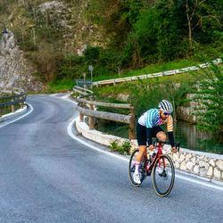 Scopri la nuova collezione Stripe e conquista la vetta con stile!!! #vestilatuapassione #power⚡️  . . . #abbigliamento #ciclismo #summercollection #bikewear  #design #personalizzato #custom #road #mtb #jersey #biketravel #gravel #fattoinitalia #🇮🇹