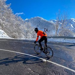 Jakka evo l'articolo perfetto per affrontare l'inverno!!! ❄️ 🌧  Una combinazione di traspirabilità, vestibilità e termicità con l'aiuto di un'alta protezione alla pioggia. #vestilatuapassione  . . #ciclismo #cyclingroad #winter #jakkaevo #cyclingshots #cyclinglife #mtb #personalizzato #alexanderbikewear #madeinitaly #🇮🇹
