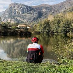 Team factory!!!! Aggiungi un po' di colore alle tue uscite #🇮🇹 #vestilatuapassione  . . @andryjet_official  . . #ciclismo #cycling #cyclingquotes #mtb #personalizzato #jersey #longsleeve #nature #madeinitaly🇮🇹 #fattoamano #alexanderbikewear