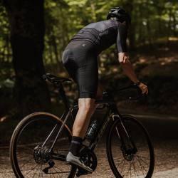 La linea estiva Tayss è stata pensata per affrontare le giornate più afose estive grazie al suo tessuto semi retato che genera una perfetta areazione e sensazione di freschezza ideale per l'estate!! #vestilatuapassione #🇮🇹  . . #ciclismo #cycling #cyclingdesign #cyclingapparel #cyclingpassion #lovecycling #cyclingpics #madeintaly #fattoinromagna