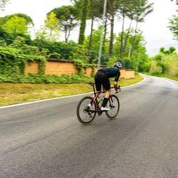 Scopri la nostra linea super leggera TAYSS!!!! Abbiamo realizzato un capo ultra traspirante ed ergonomico per affrontare le giornate più afose. Tecnicità ai massimi livelli e un occhio allo stile. #vestilatuapassione #🇮🇹  . . . @and_mar_1985  . . . #climb #cyclinglifestyle #cycling #madeinitaly #ciclismosustrada #roadbike #rideyourbike #cyclingpassion #madeinitaly #cyclingshot #cyclingfashion #tidewithstyle #fattoinitalia